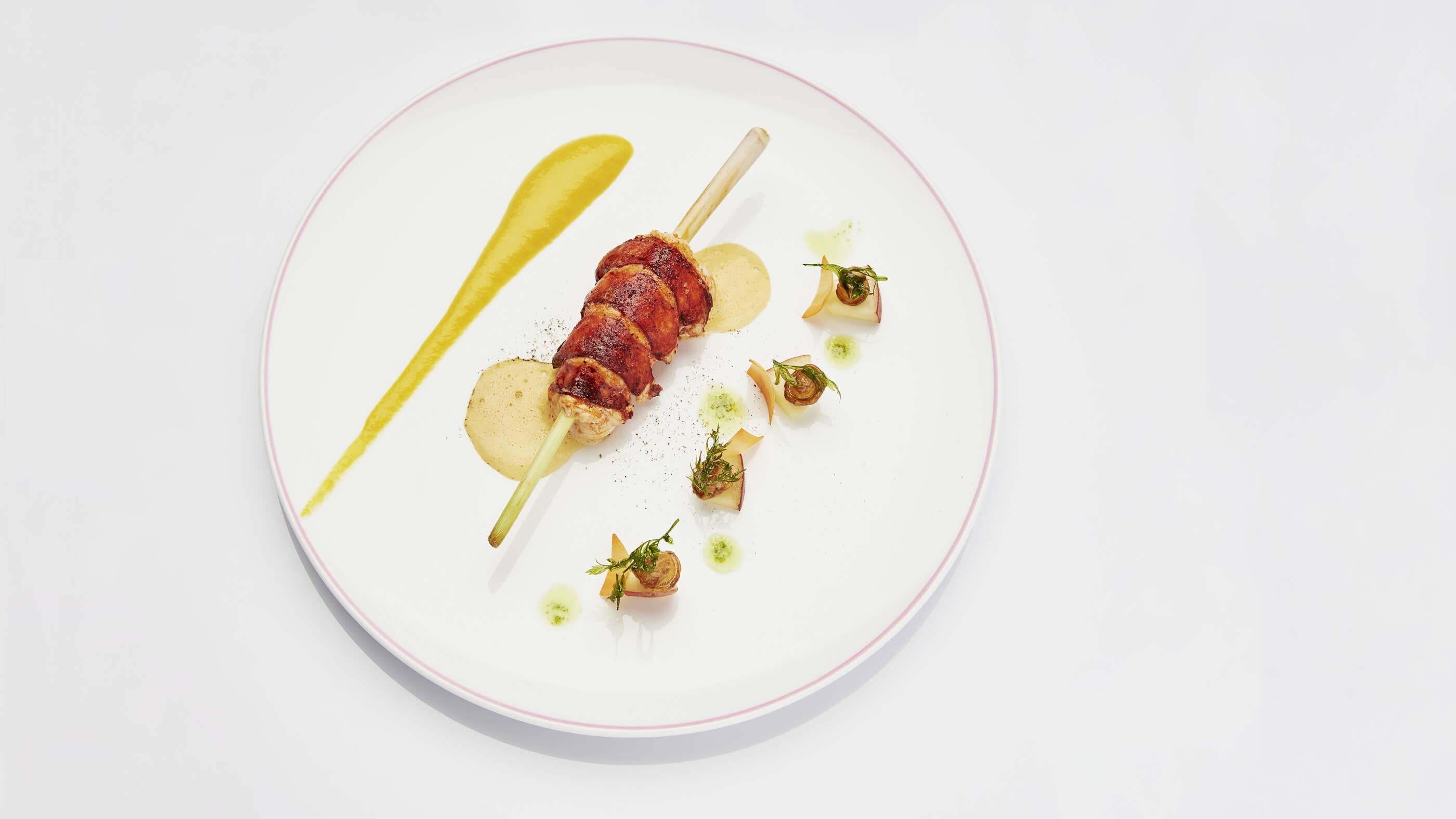 Plat avec Poisson Breton et Asperges Restaurant Gastronomique Maison Tiegezh